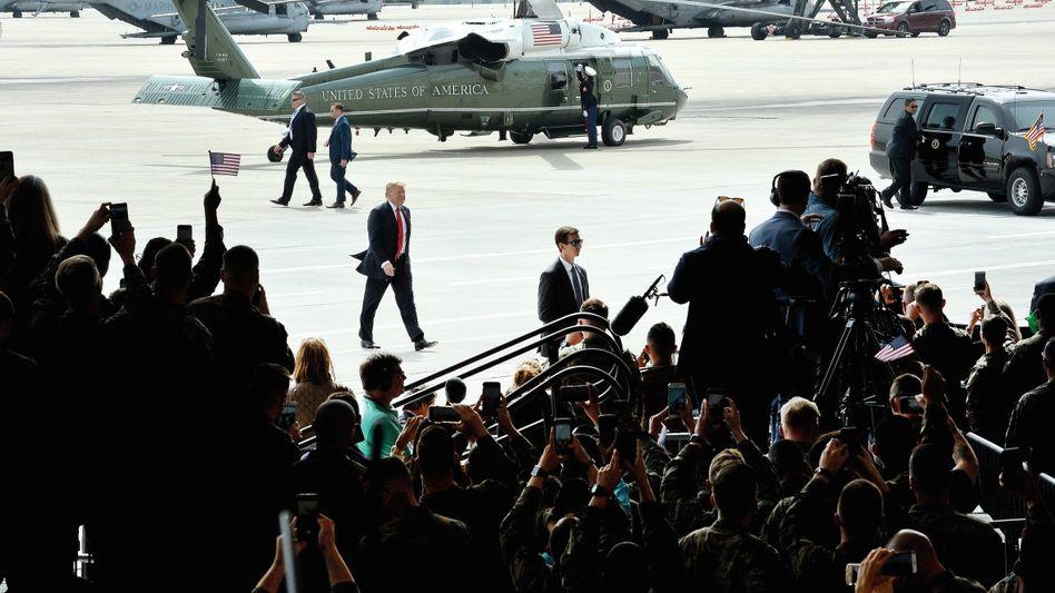 Oberbefehlshaber Trump beim Besuch des Luftwaffenstützpunkts Miramar in San Diego, Kalifornien: Ein politischer Spieler, ein Zocker