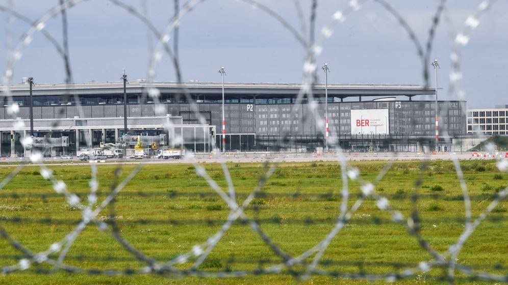 Photo Gallery: Berlin Seeks Path Forward for Cursed Airport
