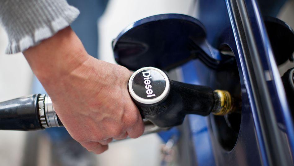 Eine neue EU-Regelung soll für mehr Transparenz beim Kraftstoffverbrauch von Autos sorgen
