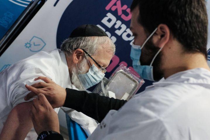 Impfung in Jerusalem: Israel hat sein Ziel von 150.000Impfungenam Tag bereits überschritten(Symbolbild)