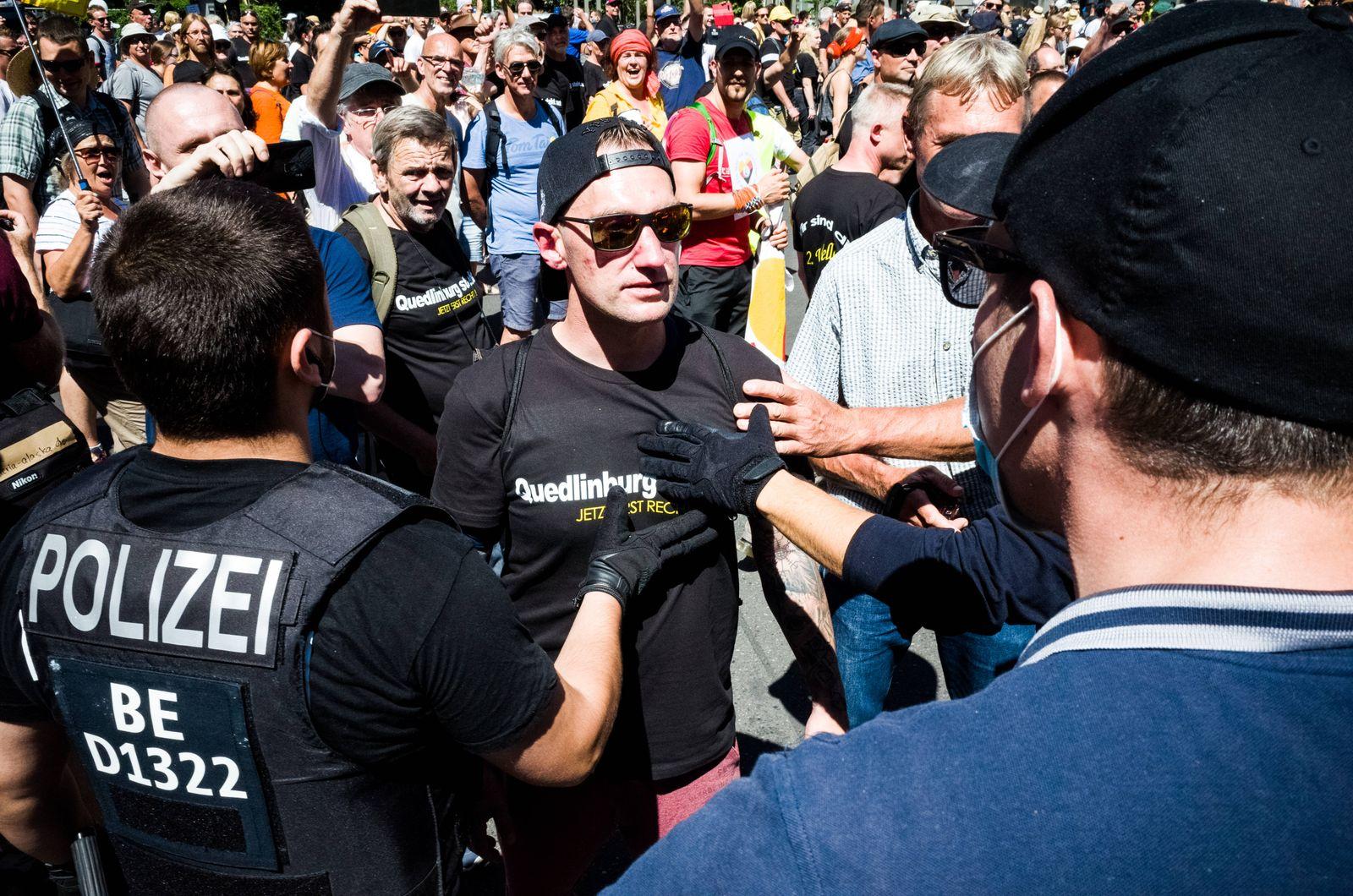 Coronaleugner demonstrieren in Berlin Tausende Coronaleugner demonstrierten heute in Berlin gegen verschiedenste Ma?nah