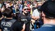 Polizei löst nach Demo auch Kundgebung auf