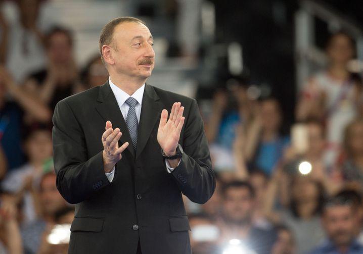Aserbaidschans Präsident Alijew: Eine große Show für ihn