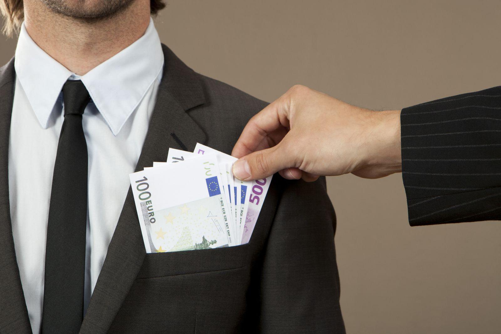 NICHT MEHR VERWENDEN! - Boni / Geschäftsmann mit Geld in den Taschen