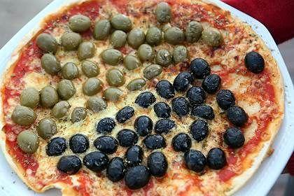 Schwarz-grüne Pizza-Kreation: Bunte Abende beim Edel-Italiener