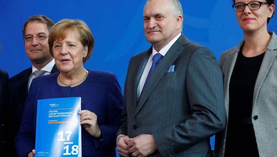 Wirtschaftsweise mit Kanzlerin Angela Merkel (2. v.r.)