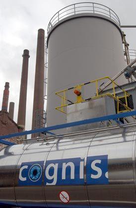 Cognis-LKW vor der Henkel-Zentrale in Düsseldorf: Sind die Heuschrecken netter als ihr Ruf?