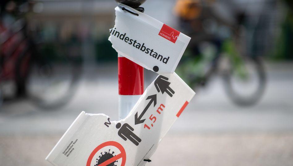 """Zerbrochenes Hinweisschild in Nürnberg: """"Das ist nicht nur eine akademische Diskussion"""""""