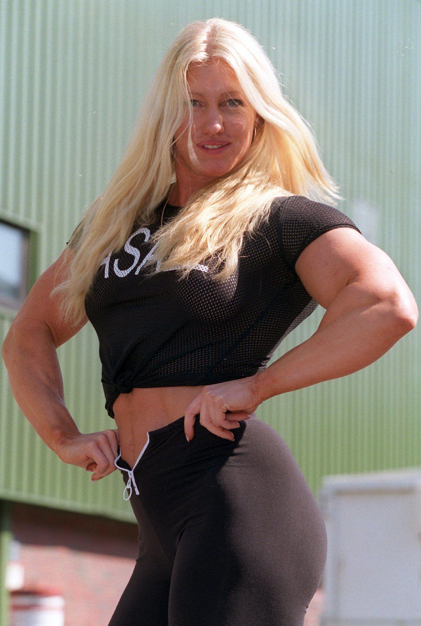 EINMALIGE VERWENDUNG Bodybuilderin