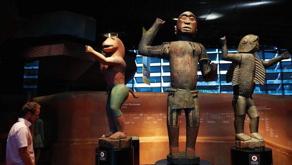 Skulpturen im Pariser Musée du quai Branly