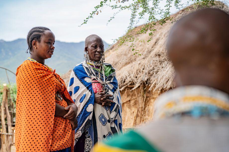 Saruni mit der ehemaligen Beschneiderin Ndidai Naata