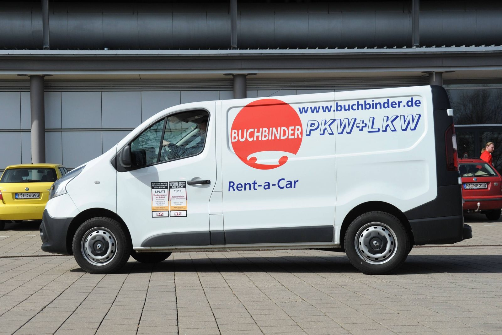 Ein Renault Transporter vom Autovermieter Buchbinder Rent A Car aus Regensburg Buchbinder ist ein t