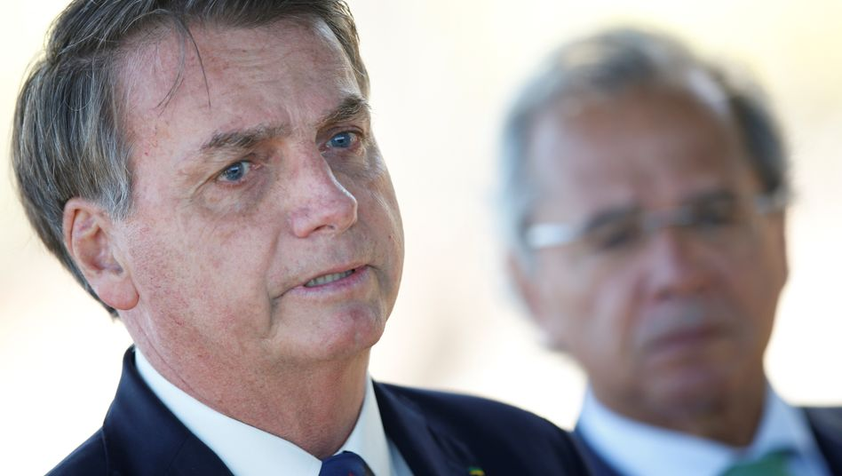 Brasilianischer Präsident Bolsonaro: Doppelt unter Druck