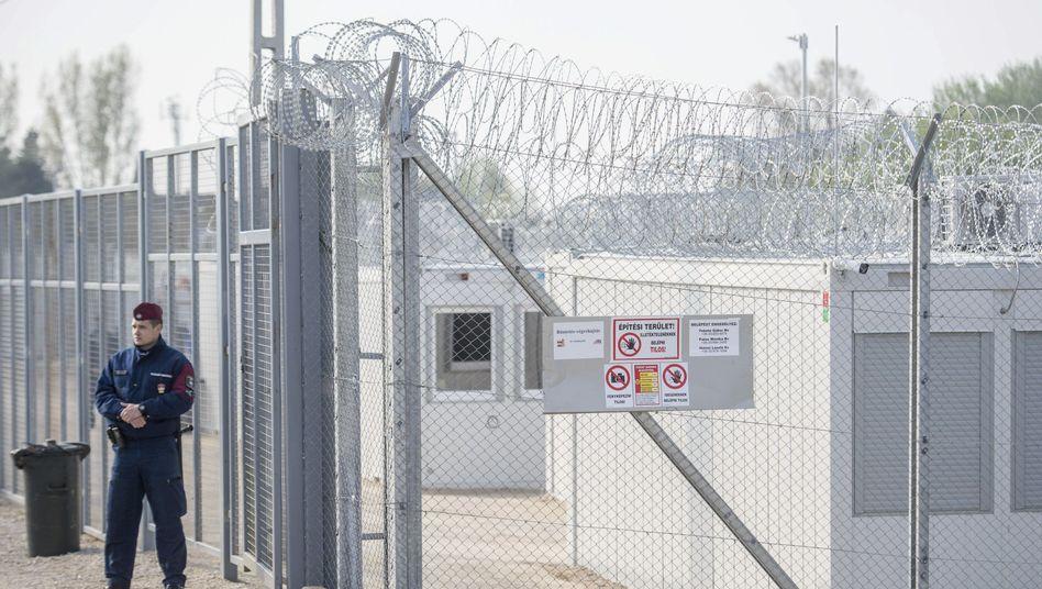 Ungarisches Internierungslager für Asylsuchende an der Grenze zu Serbien.