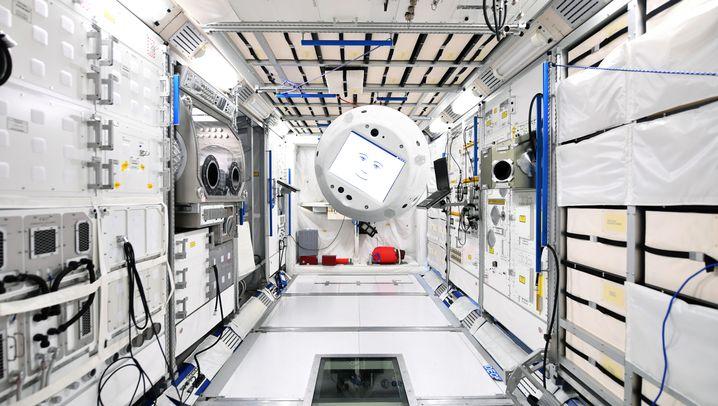 "Astronautenassistent ""Cimon"": Fliegende Alexa"