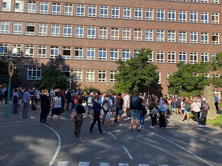 """Begrüßung der """"Neuen"""" an der Schule """"Alter Teichweg"""" in Hamburg: """"Froh, dass ihr alle da seid"""""""