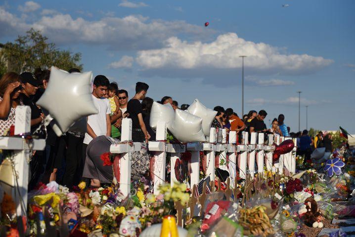 Trauriges Ritual: Mahnmal für die Opfer von El Paso