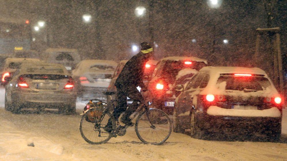 Deutschland im Schnee: Verkehrschaos und Bilderbuchlandschaft