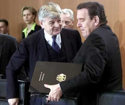 Zwei Männer, eine Entscheidung: Fischer und Schröder