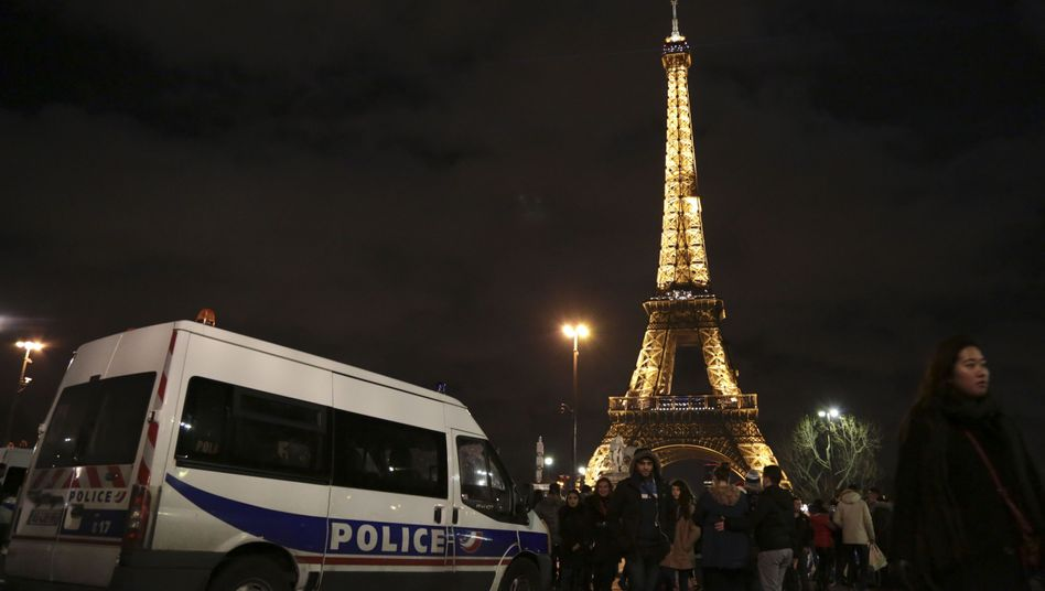 Polizeiwagen am Eiffelturm