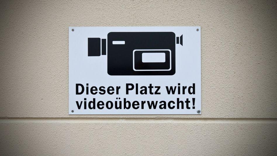 Warnhinweis (Archivbild): Bahn bietet Bundespolizei Datenschnittstelle an