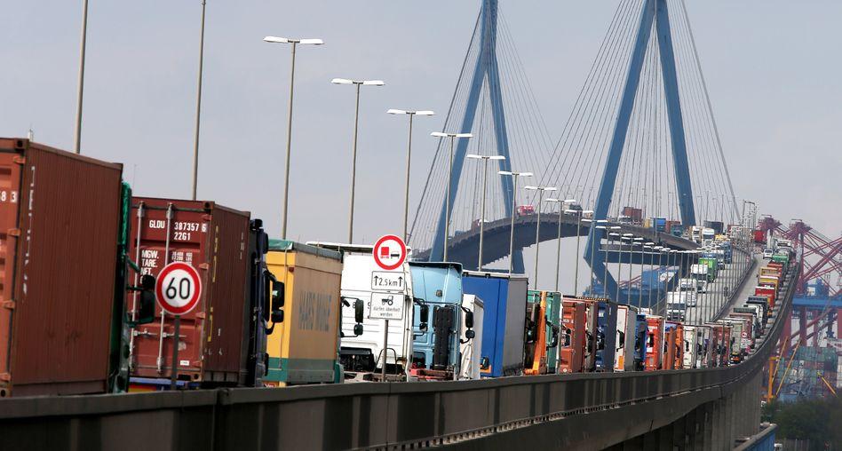 Stau in Hamburg: Die Köhlbrandbrücke ist baufällig, eine Sanierung überfällig