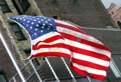 Die USA - Gefahr für den Weltfrieden? US-Flagge über dem ehemaligen World Trade Center