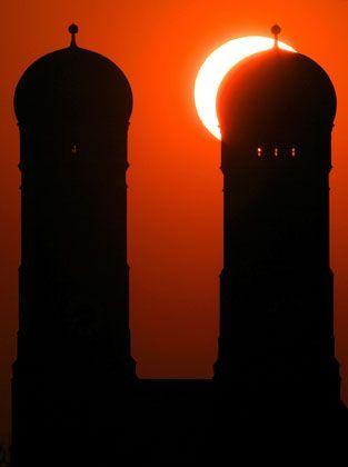 Sonne über der Münchner Marienkirche: Welchen Platz hat der Islam in Bayern?