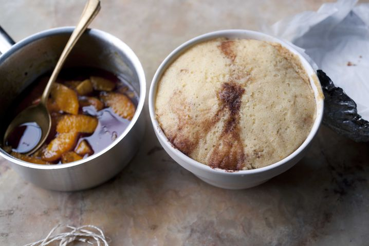 Pudding nach dem Entfernen von Alufolie und Backpapier: Umdrehen, fertig