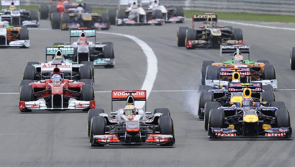 Rennen am Nürburgring: Hamilton behauptet sich im Dreikampf