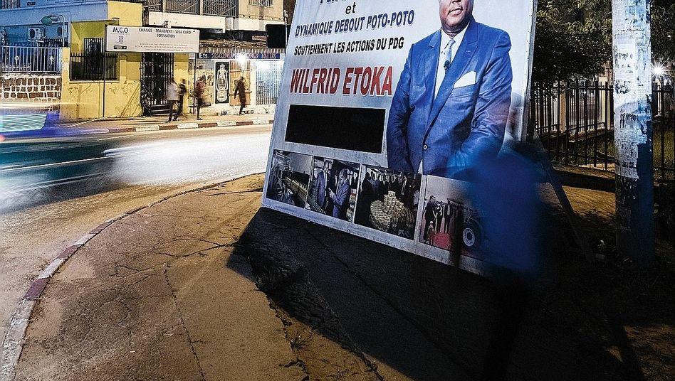 Geschäftsmann Etoka auf einer Werbetafel in Brazzaville