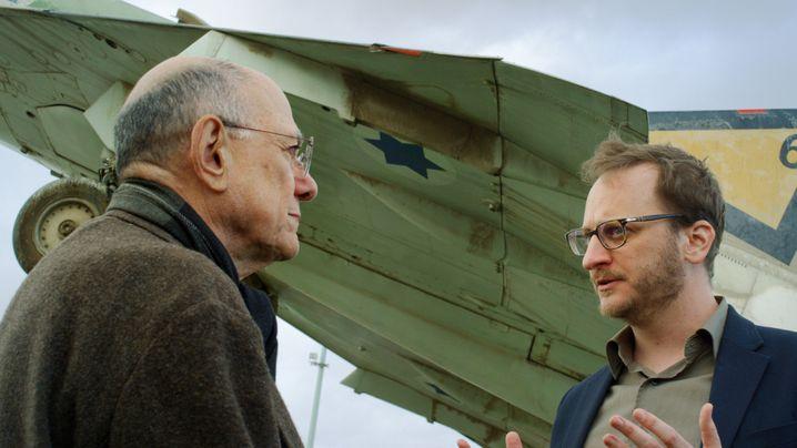 "John Erdman (links) und Jonathan Perel in ""The Last City"""