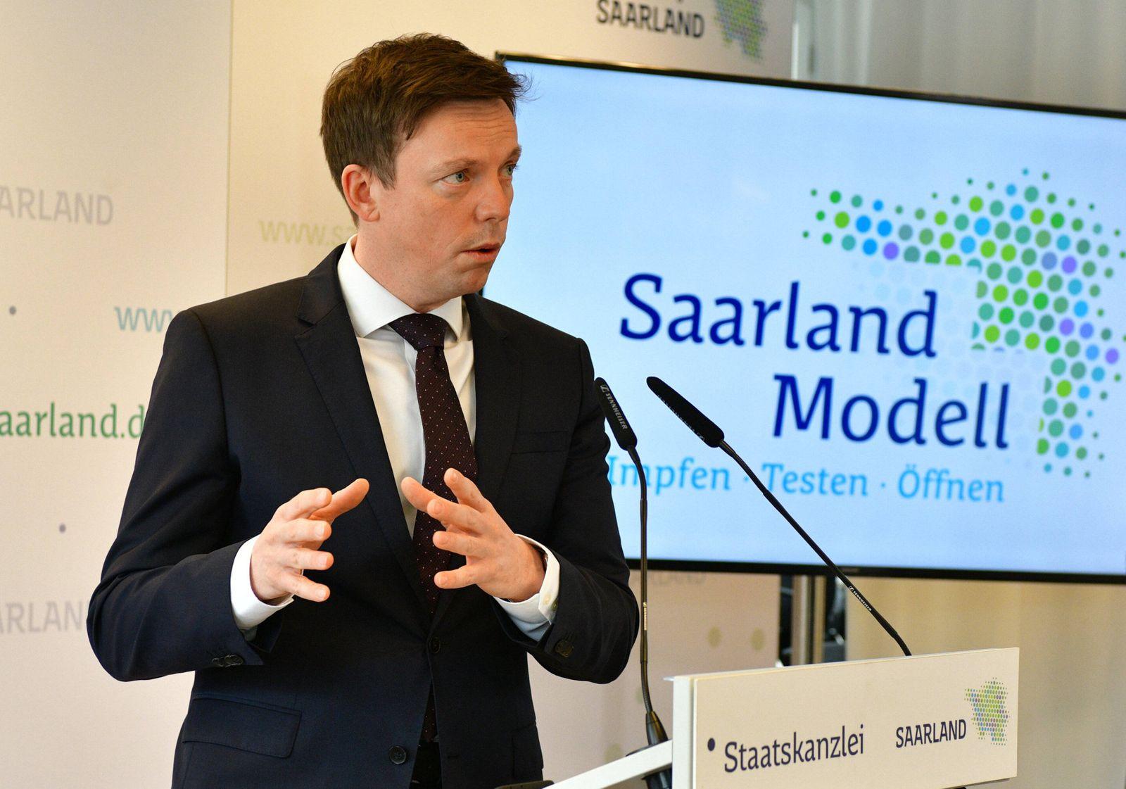 Saarlands Ministerpräsident Tobias Hans (CDU) und Wirtschaftsministerin Anke Rehlinger (SPD) stellen am Donnerstag (25.3