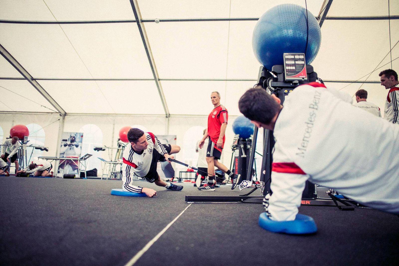 EINMALIGE VERWENDUNG DFB-Team im Gym / Verstegen