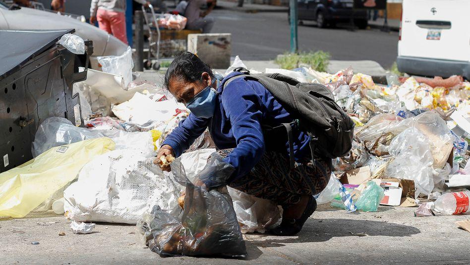 Müllsammlerin in Venezuela (Symbolbild): Private Investoren beteiligen sich bislang nicht an Erleichterungen