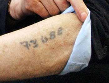 Eintätowierte KZ-Häftlingsnummer: Als Gruppe identifizierbar