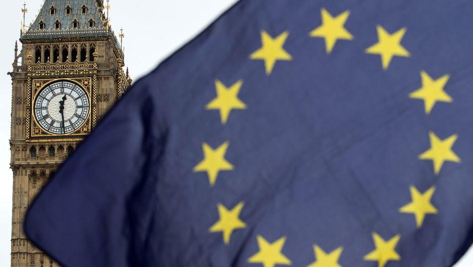 Uhrenturm mit Glocke Big Ben am Westminster Palace in London (2017)