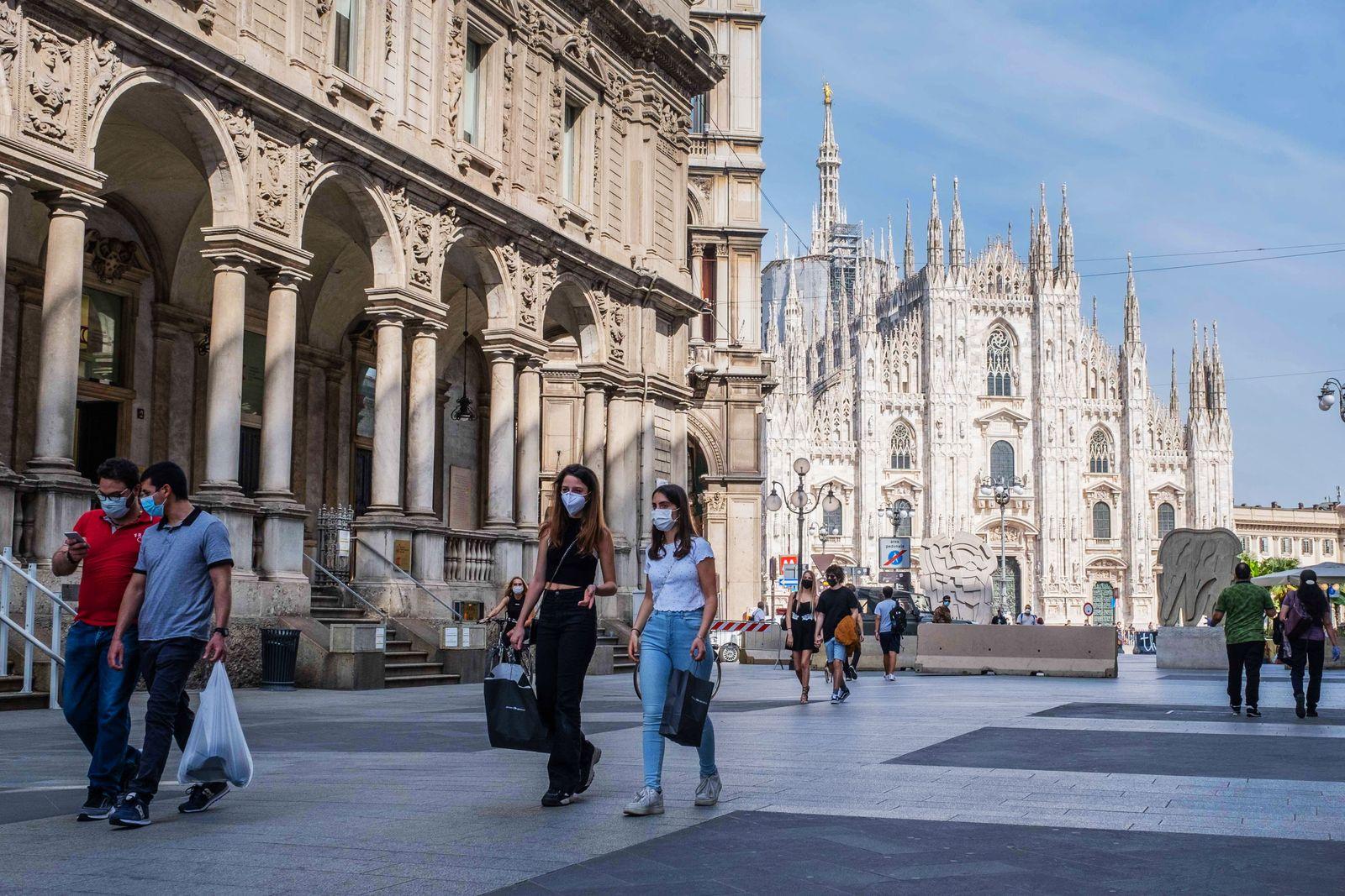 Milan, Coronavirus Emergency, Phase 2 - People around the city center. In the photo: Via Mercanti. (Francesco Bozzo/Foto
