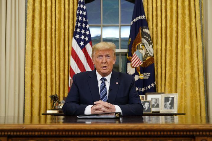 US-Präsident Donald Trump noch vor seiner Corona-Infektion im Oval Office: Ab dem Wochenende will Trump seinen Wahlkampf fortsetzen