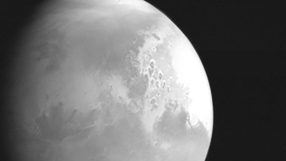 2,2 Millionen Kilometer: Aus dieser Entfernung nahm die chinesische Raumsonde »Tianwen-1« dieses Bild vom Mars auf
