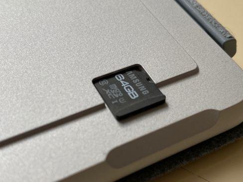 Schnell mal den Speicher aufrüsten: Beim Surface Go 2 per Steckkarte möglich