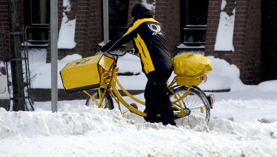 Postbote im Schnee (Archiv)