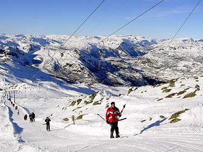 Schlepplift hinauf zum Totten (1497 Meter): 19 Lifte, 34 Abfahrten mit 42 Kilometer Piste
