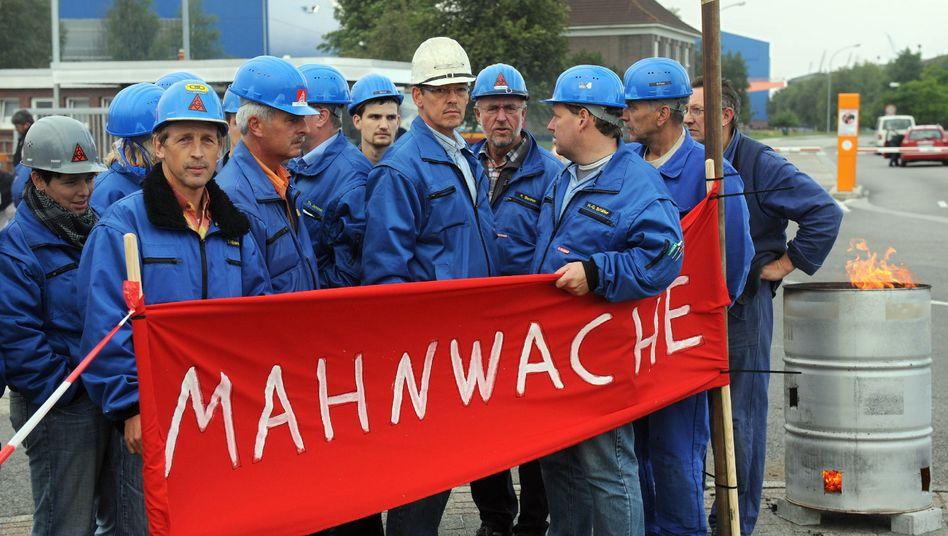 Protestierende Werftarbeiter in Emden: Bruttolöhne um acht Prozent gesunken