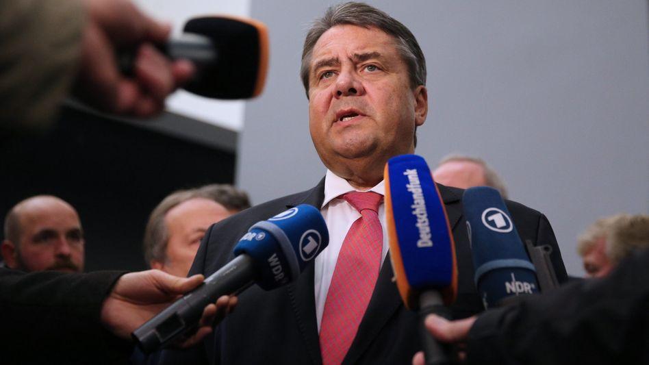 Gabriel bei einer Pressekonferenz in Peking