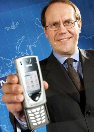 Nokia-Chef Jorma Ollila war der erste Europäer, der zum Ehrenbürger von Peking ernannt wurde - neuerdings aber bereiten ihm die Chinesen mehr Sorgen als Freude