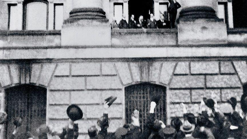 Philipp Scheidemann ruft vom Reichstag die »deutsche Republik« aus
