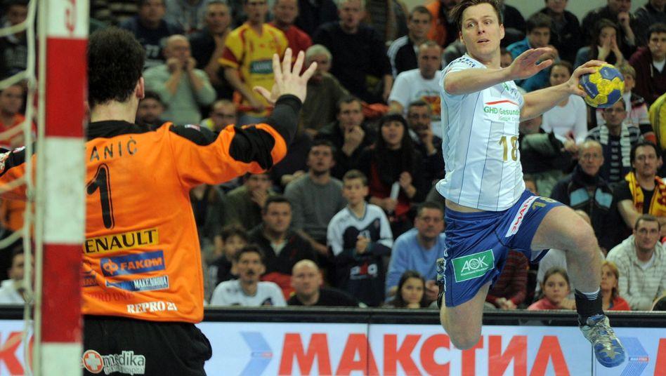 HSV-Handballer Lindberg (r., Archivbild): Sieg im DHB-Pokal gegen Aue