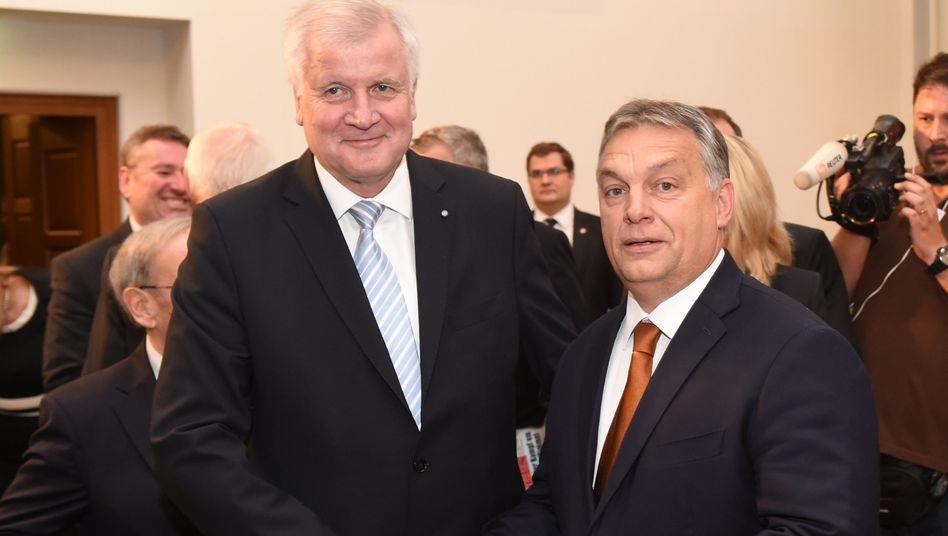 Horst Seehofer (l.) und Viktor Orbán (Archiv)