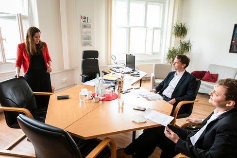 Wissler mit SPIEGEL-Redakteuren Martin Knobbe und Timo Lehmann